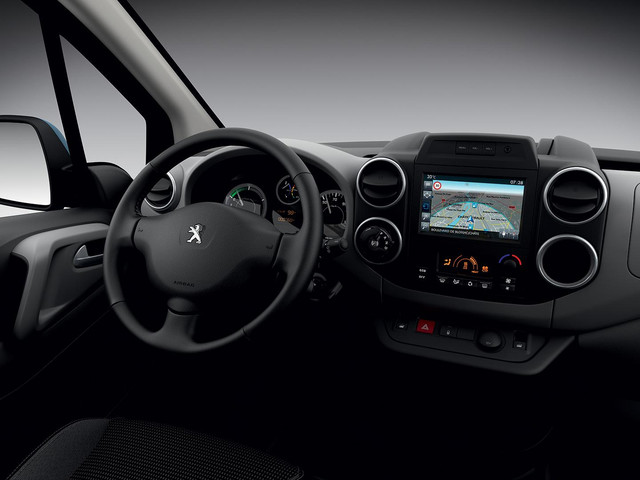 peugeot-partnerelectric-homepage-03.160993.160993.19